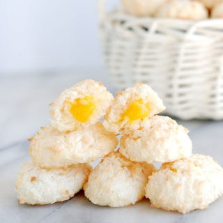 """How to – Coconut Macaroon Easter Eggs with a passion fruit """"yolk"""""""