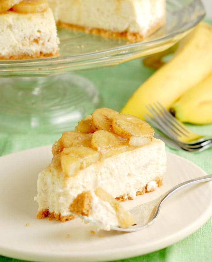 banana cheesecake topped with roasted bananas