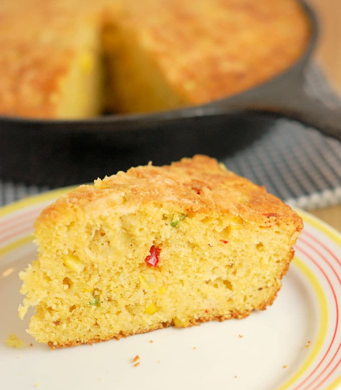 Skillet Cornbread with jalapenos and cheddar - Baking Sense