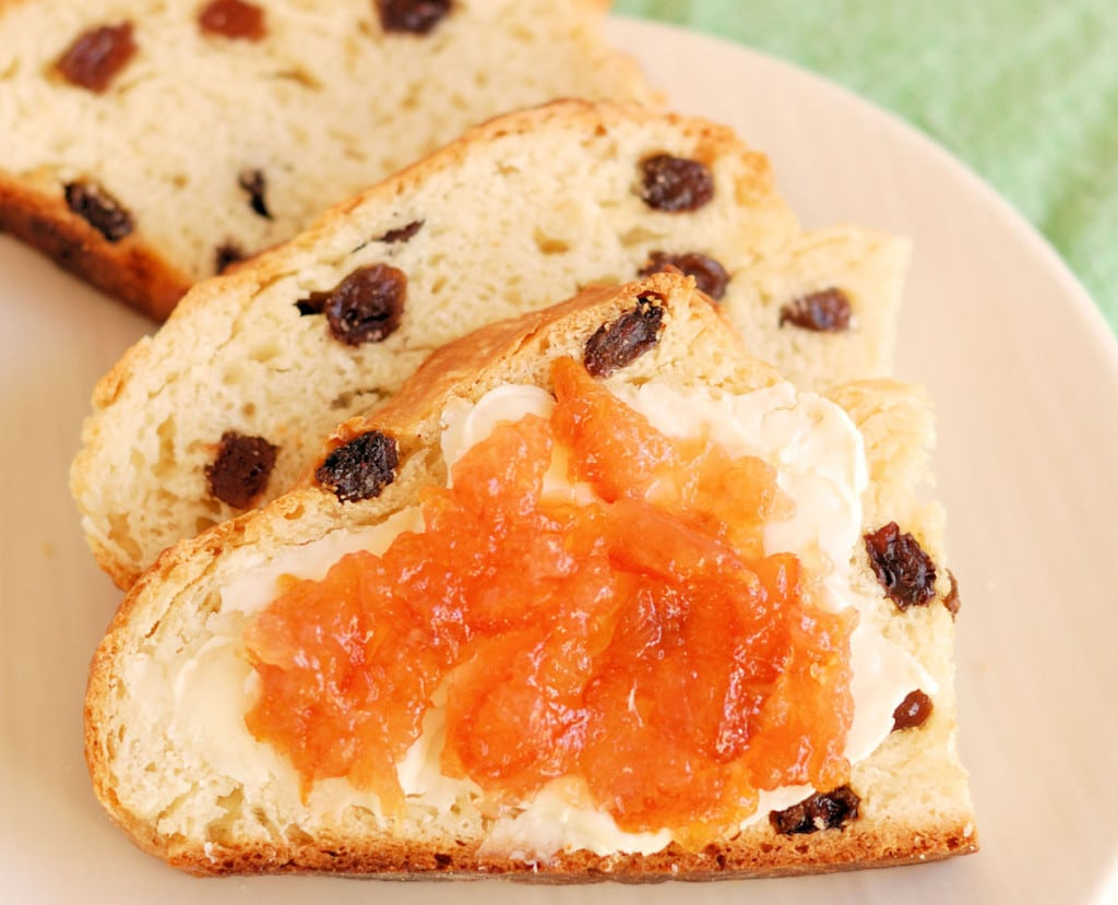 how to make irish soda bread with raisins