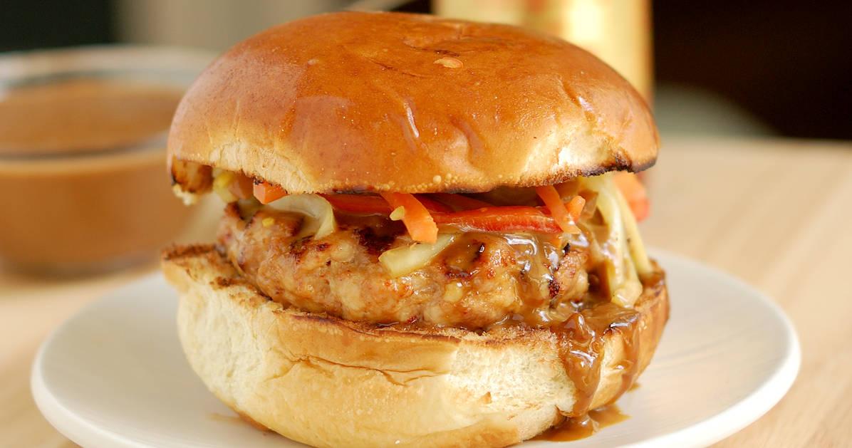 Chicken Satay Burger with Peanut Sauce #SundaySupper - Baking Sense