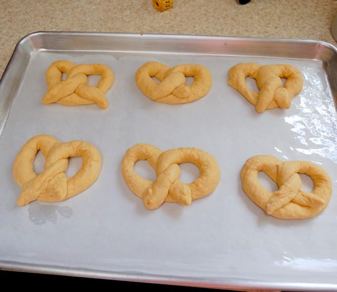 pumpkin-spice-ale-pretzels-rising