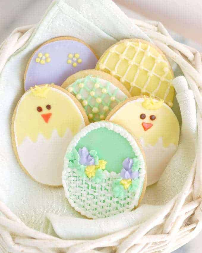 Easter Decorated Sugar Cookies are so cute
