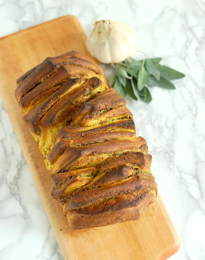 pumpin garlic sage pull apart bread