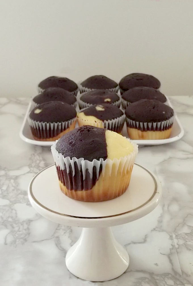 a marble cupcake on a mini cake stand