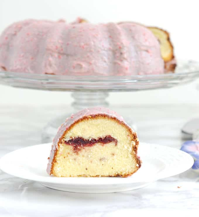 strawberry & cream bundt cake