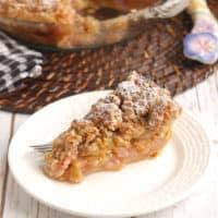 Rhubarb Crumb Pie